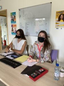 salons professionnels à Lorient, Manon et Lily-Rose au job dating qui l'un des salons professionnels à Lorient. Objectif : conseiller les jeunes sur nos différent postes.